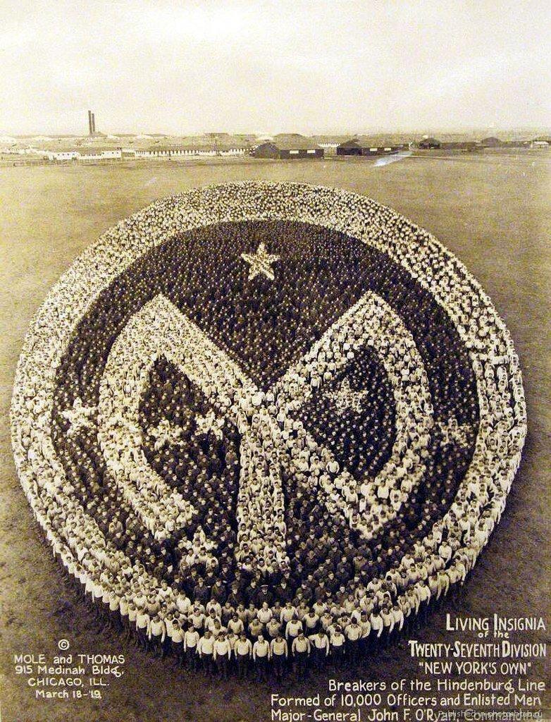 Живые знаки отличия. 27-я дивизия,  Нью-Йорк. Сформировано из 10 000 офицеров и военнослужащих, 18 марта 1919 года инетресное, старые забавы, факты, фигуры из людей, флешмоб