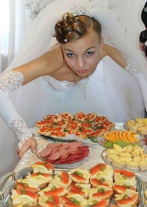 На Руси худышки не в цене, аппетит у невесты должен быть ого-го жених, невеста, прикол, россия, свадьба, юмор