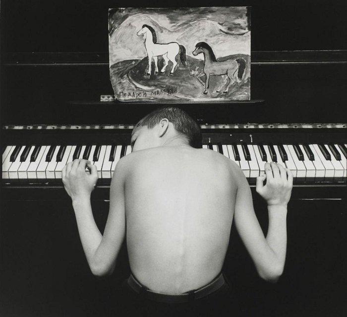 Фото Евгения Мохорева «Азис» из серии «Подростки Санкт-Петербурга». Было продано с 7 другими работами автора за 5000 фунтов стерлингов кадр, картина, люди, фото, фотограф, художник