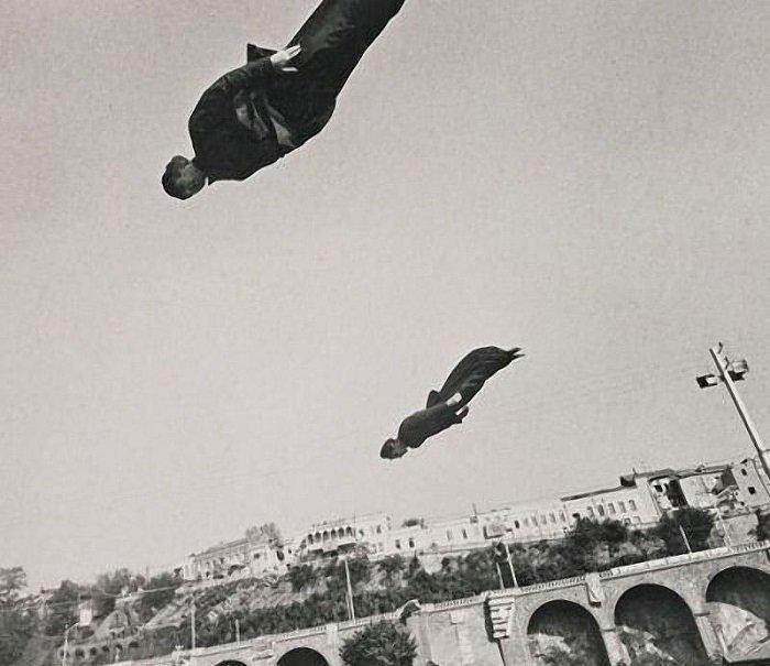 Работа литовского фотографа Витаса Луцкуса из серии «Путешествия» кадр, картина, люди, фото, фотограф, художник