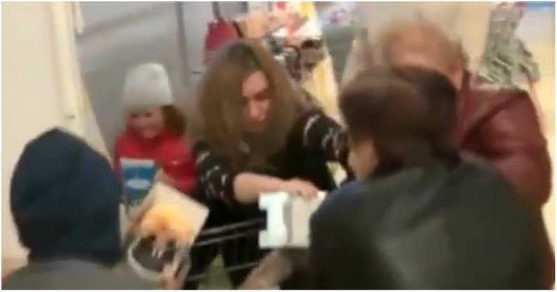 Жители Ставрополя сцепились из-за игрушек по акции в «Магните» ynews, Ставрополь, акция, видео, игрушка, магнит, покупатели, покупатель, россия