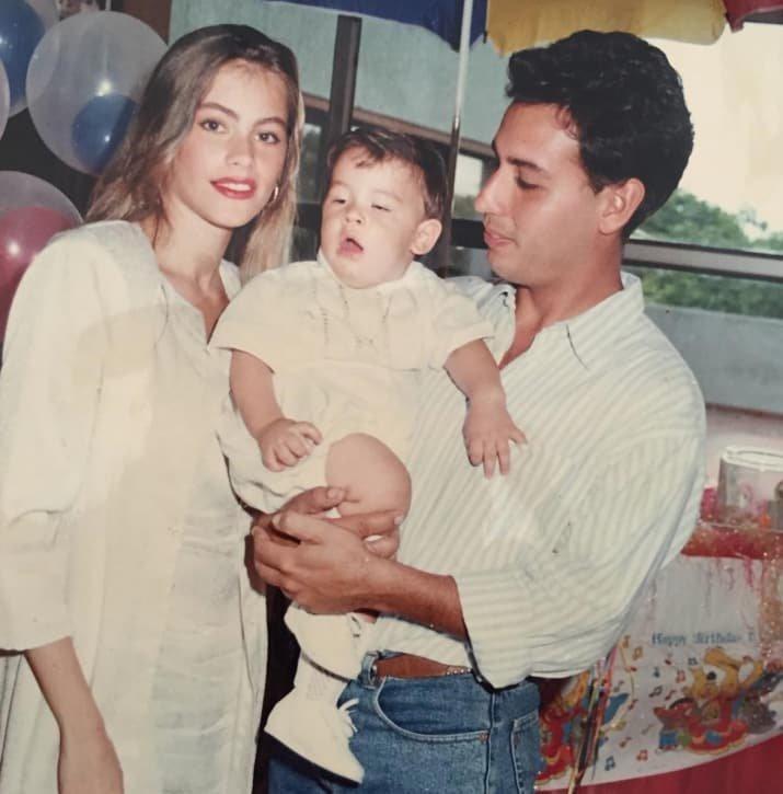 София Вергара  звезды, знаменитости, мама, материнство, ребенок, фото, юность