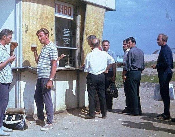 12. Без пива, конечно, подборка была бы неполной досуг в ссср, интересно, мужчины ссср, развлечения советских людей, фото