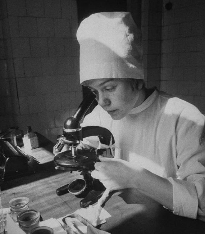 11. Студентка медицинского института 1963 года девушки, интересно, советские студенты, современные студенты, студентки, студенты, тогда и сейчас, фото