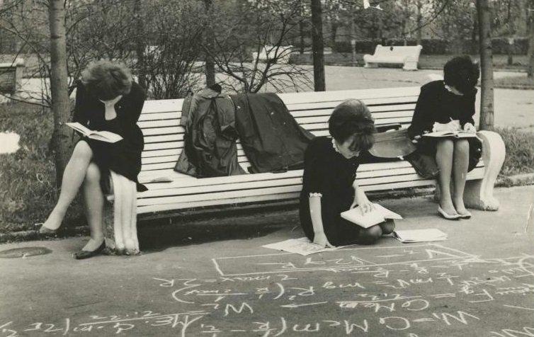 4. Активная подготовка к сессии  девушки, интересно, советские студенты, современные студенты, студентки, студенты, тогда и сейчас, фото