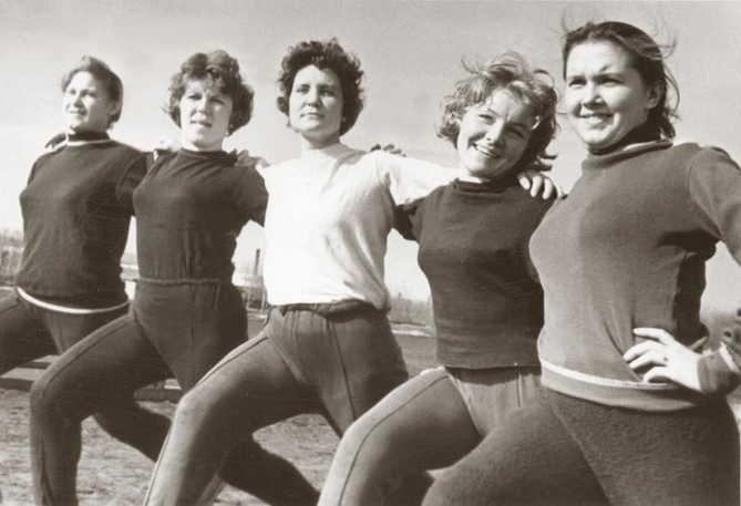 12. Занятия физкультурой  девушки, интересно, советские студенты, современные студенты, студентки, студенты, тогда и сейчас, фото