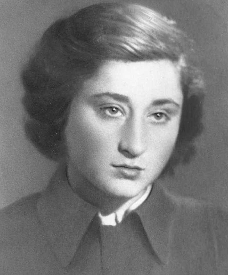 Она хранила зубы Гитлера, чтобы доказать его смерть по фрагменту челюсти гитлер, зубы, интересно, история, люди, челюсть