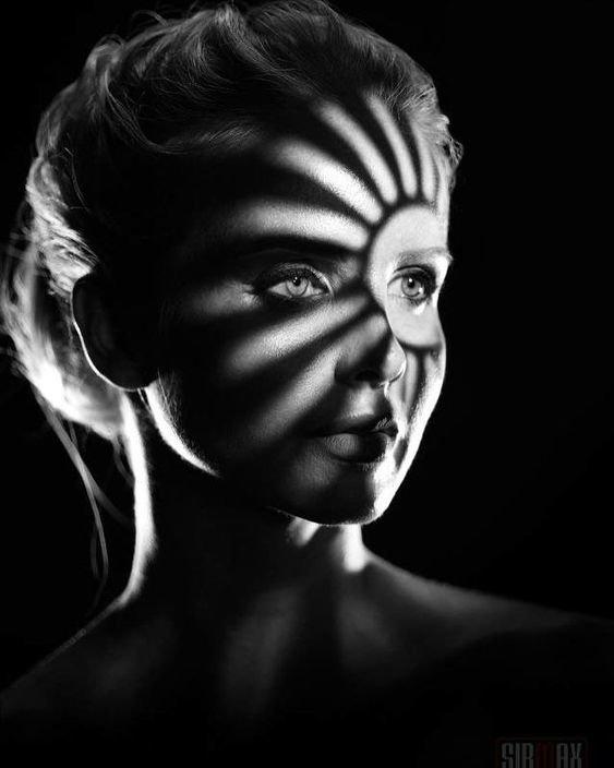 Одетые в тень, оттеняющую красоту девушки, искусство, красота, тень, фотографии
