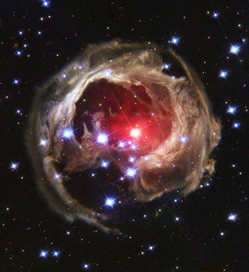 Звезда V838 Mon, которая в январе 2002 года безмерно удивила ученых внезапным расширением, которое на короткий миг сделала ее самой яркой звездой во всем Млечном пути космос, красота, планета, рисунки, художники