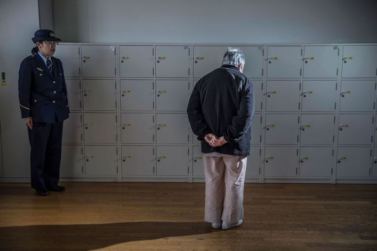 В Японии бедствующие старики воруют в надежде попасть в тюрьму Тюрьма, в мире, закон, люди, япония