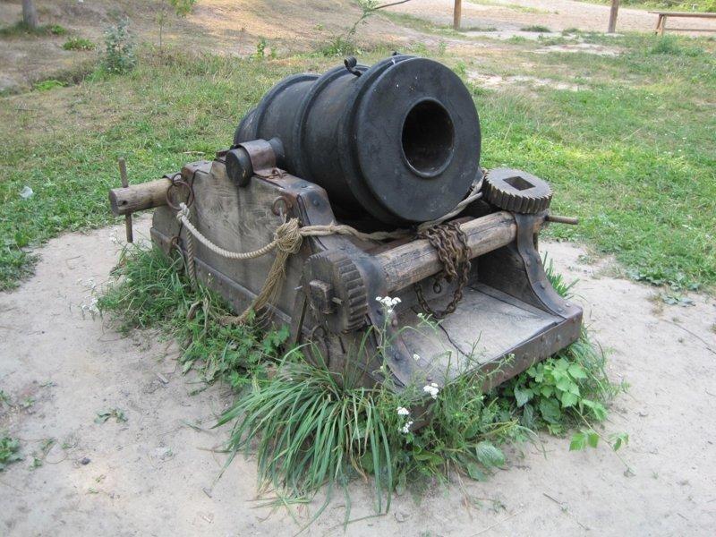 Русская осадная мортира с прислугой, Русско-турецкая война (1877-1878).  Германская мортира «Модель 16» калибром 210 мм Морти́ра (нидерл. mortier) — артиллерийское орудие с коротким стволом (обычно длиной менее 15 калибров) для навесной стрельбы. Мо артиллерия, военное, интересное, история, необычное, пушки