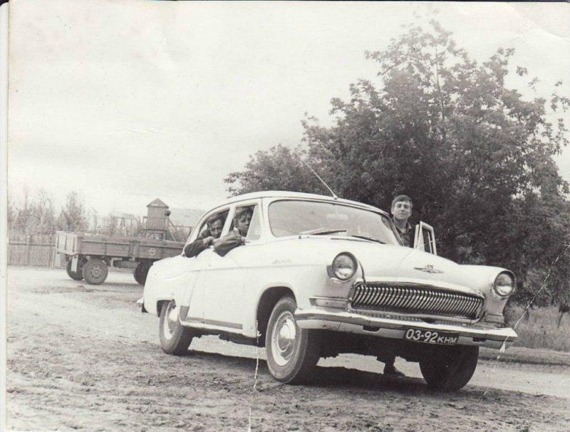 """Автомобиль """"Волга"""" — мечта любого автолюбителя в Союзе. СССР, авто, автомобили, олдтаймер, ретро авто, ретро фото, советские автомобили"""