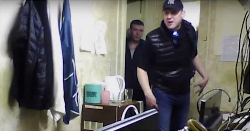 Агрессивный мужчина избил диспетчеров такси из-за хамства по телефону Саров, видео, диспетчер, диспетчеры, драка, конфликт, такси