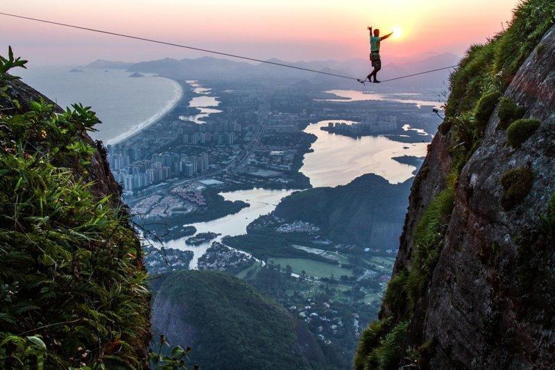 """""""Вот что мне нравится в фотографии. Никогда не знаешь, что тебя ждет"""", - говорит бразилец  Педра-да-Гавеа, Слэклайн, бразилия, путешествие, стропа, стропоходец, фотомир"""