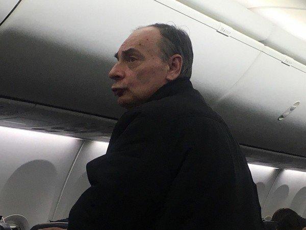 """""""Не курите в самолетах. Потерпите, уроды"""" курение, нарушитель, правила, самолет"""