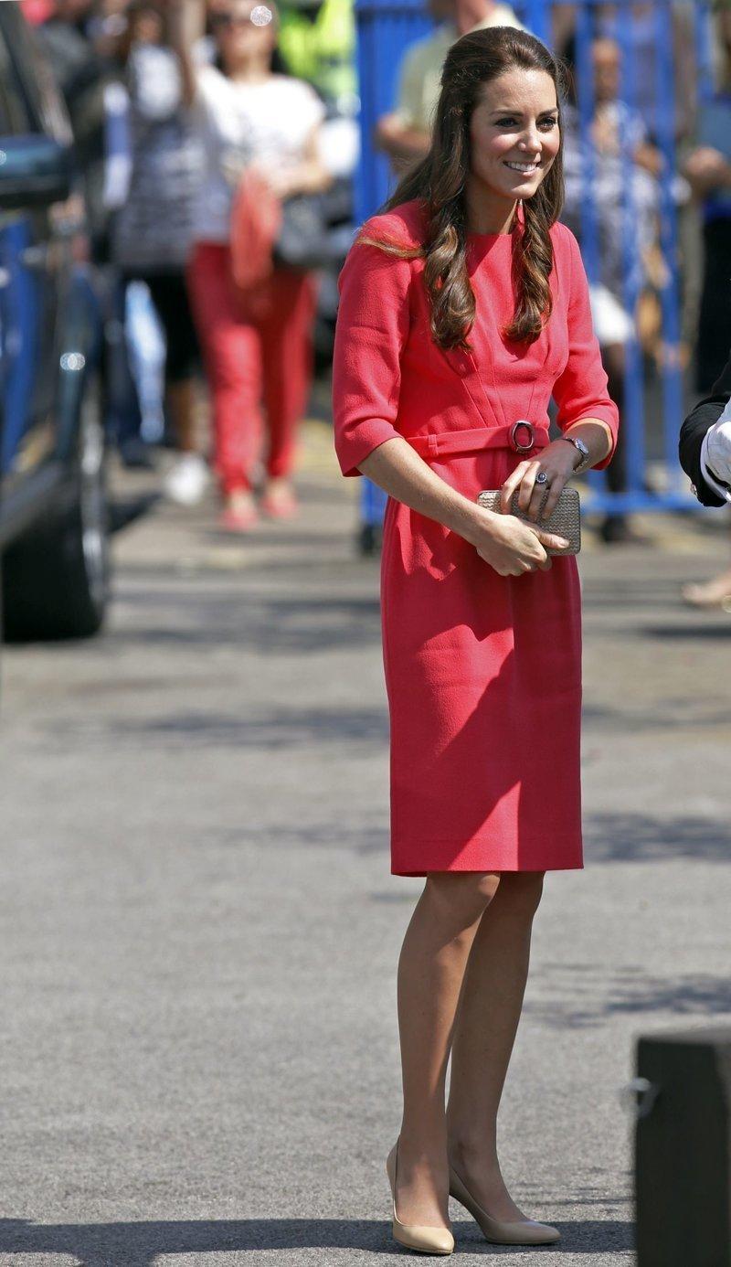 И королевские особы туда же здоровые, мода, некрасиво, осанка, сутулость