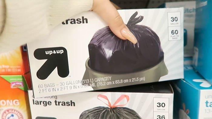 Вот её стартовый набор для рукоделия а-ля «мусорная королева»   в мире, люди, мусорный пакет, платье, своими руками, сделай сам