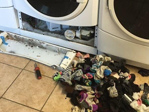 Может носок попасть внутрь стиральной машинки