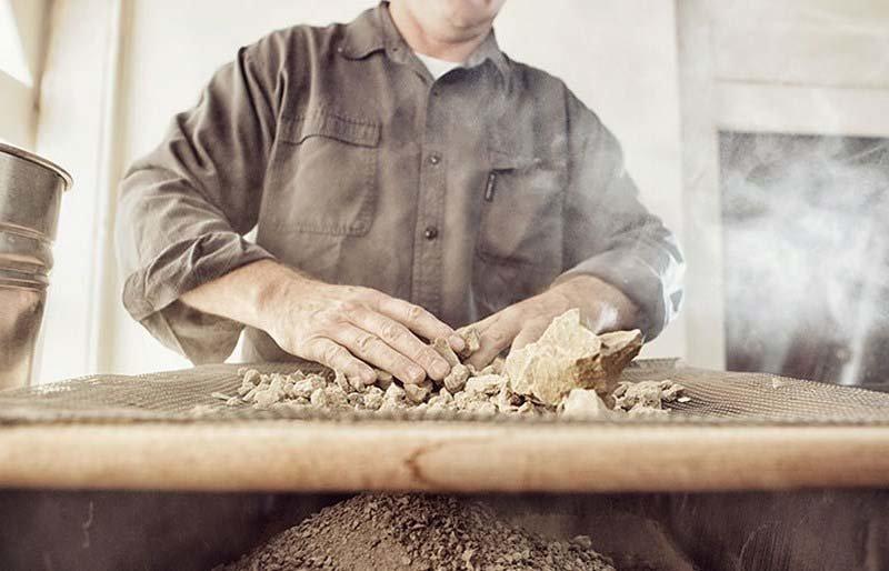 Затем стоит отделить от земли все найденные в ней камешки грязь, дороданго, развлечение, шары, япония