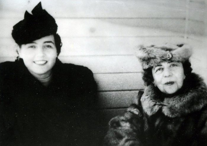 Зоя Воскресенская (Ярцева) и  Александра Коллонтай