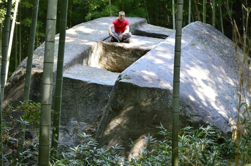 Мегалиты в парке Асука, Япония загадки, интересное, камни, мегалиты, факты, цивилизации