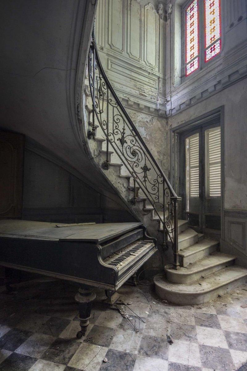 У меня, как пианиста, эмоции зашкаливают, когда я вижу заброшенное фортепиано. Цель моего искусства — объединить две страсти в одно целое чувство. Пианино, заброшенное здание, красота, рояль, фото, фотограф, фотографии