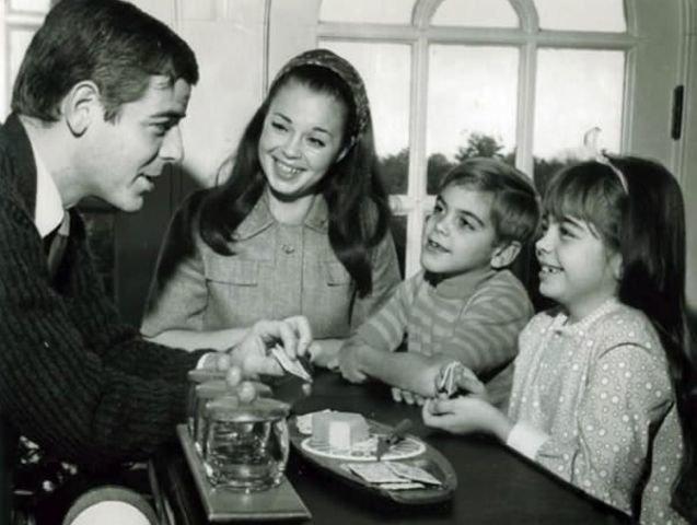 1. Джордж Клуни с семьей, 1968 год взросление, голливуд, детские фото, знаменитости, изменения