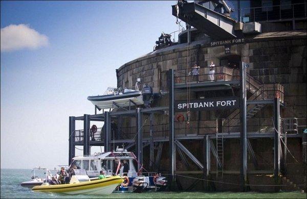 Место, где можно переждать зомби-апокалипсис Spitbank Fort, апокалипсис, зомби, место