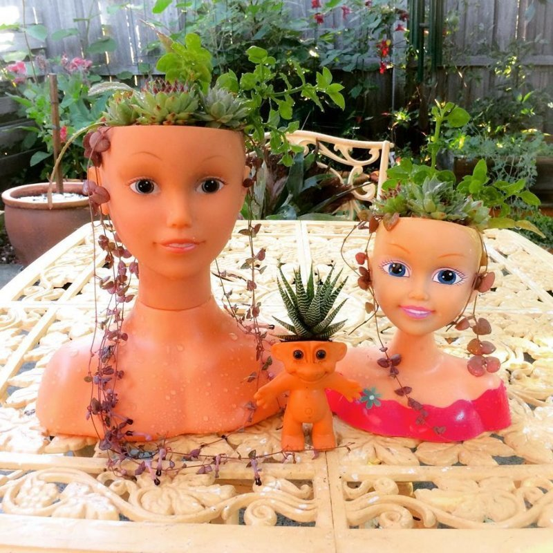 Напугай соседей - посади растения в голове куклы-младенца жутко, креатив, куклы, пупсы, растения, сад, странные вещи, фото