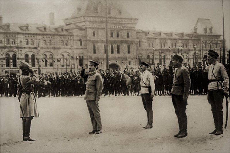 Повод для стыда? 1 мая 1918 г., военный парад, день в истории