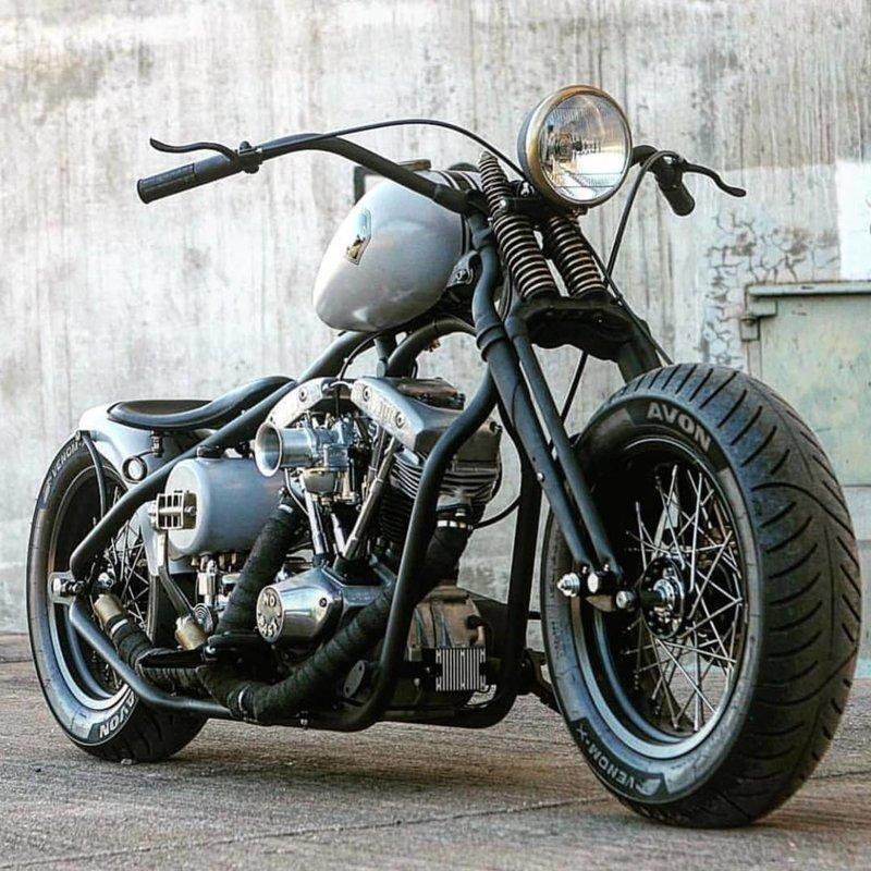 В то время как бобберы строятся на основе мотоциклов с двухцилиндровым и более мотором большого объёма боббер, мото, мотоцикл, харлей, чоппер