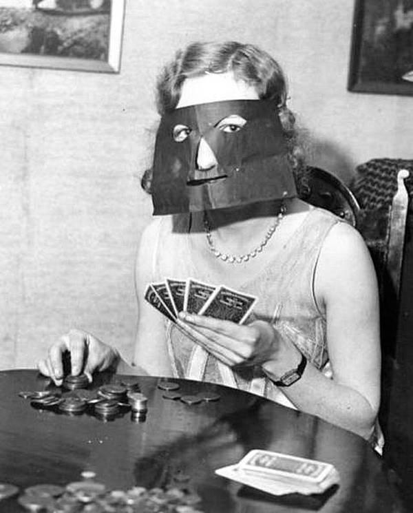 Маска покерфейса. Изобретена неизвестным гением еще в 1932 году !! история, черно-белая фотография, юмор