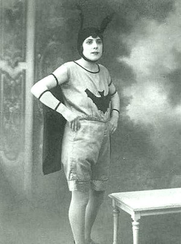 Нормальная такая летучая мышь. 1904 год. история, черно-белая фотография, юмор