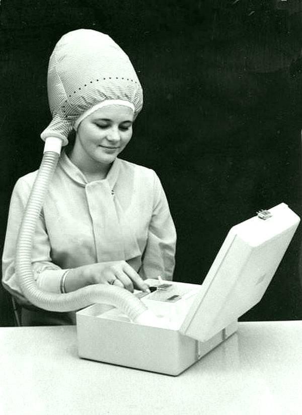 Портативный фен в 1940-х годах. Солидный и нужный агрегат. история, черно-белая фотография, юмор