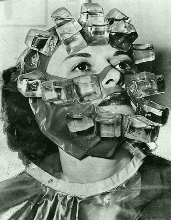 Ледяная маска в 1931 году, также изобретенная Максом Фактором. история, черно-белая фотография, юмор
