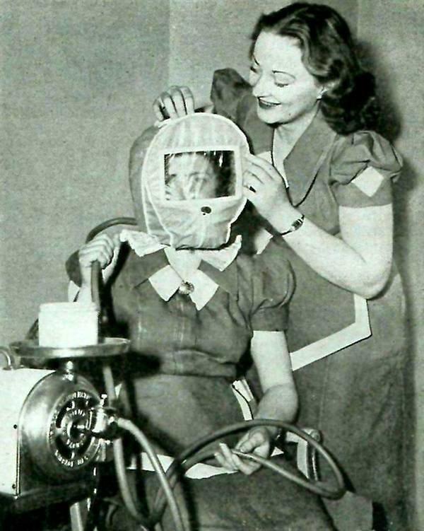 Специальная маска, которая гарантировала розовый цвет лица, уменьшающая давление воздуха и предположительно замещающая прогулку в горах. 1930 год.  история, черно-белая фотография, юмор
