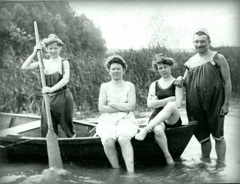 Открытие купального сезона 1910 года история, черно-белая фотография, юмор