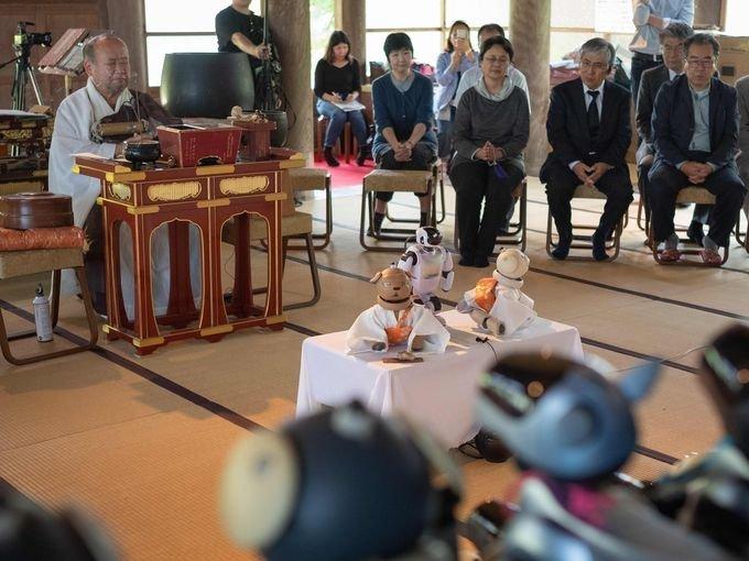 В буддийском храме отпели 114 сломанных роботов-собак Sony AIBO, fun, обряд, отпевание, роботы, собаки, япония