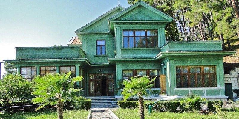 2. Дача Сталина на озере Рица, Абхазия. архитектура, дача, дом, недвижимость