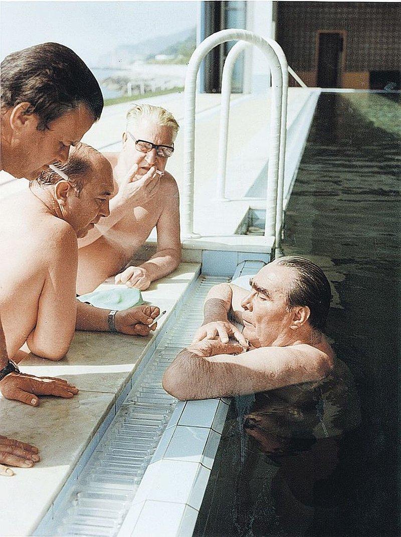 Также она была оборудована бассейном с подогревом. архитектура, дача, дом, недвижимость