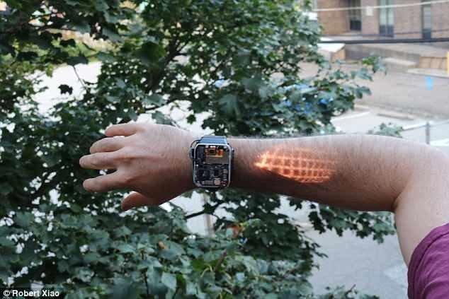 Умные часы, которые превратят вашу руку в сенсорный экран Гаджет новости, до чего техника дошла, лазер, проекция, смарт-техника, умные гаджеты, умные часы, часы