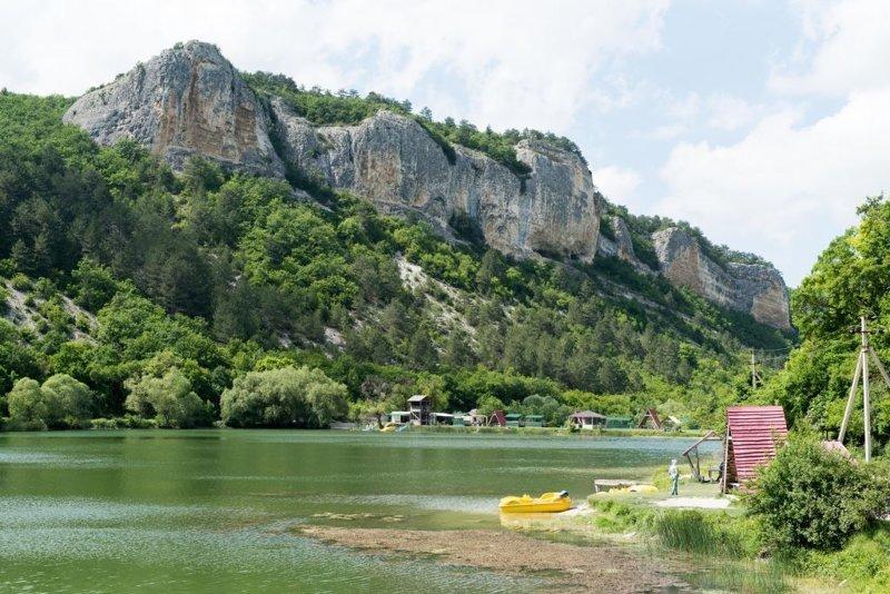 А вот и еще одно популярное место отдыха - озеро на Мангупе красота, крым, природа, путешествие, растения, репортаж