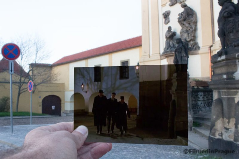 """19. """"Процесс"""" (1993 г.) - фильм по роману Кафки. Сцена снята рядом с церковью Нотр-Дам-де-Лоретт воссоздание, интересно, кадры из фильма, кино, красота, места из фильма, прага, фотопроект"""