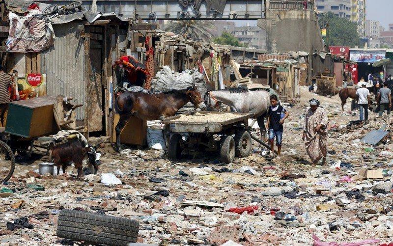 Eshash el-Sudan в районе Мухандисин города Гиза, к югу от Каира, Египет. грязь, изнанка, курорты, нищета, путешествия, трущобы