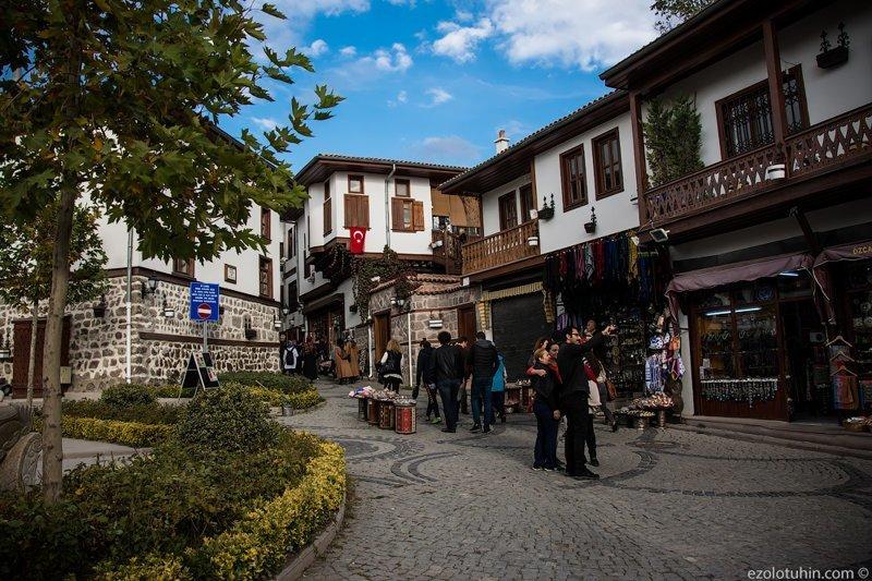 Этот кусочек облагородили специально для посещения туристов - улочки со стилизованными под старину домами, кафешки и сувенирные магазины грязь, изнанка, курорты, нищета, путешествия, трущобы