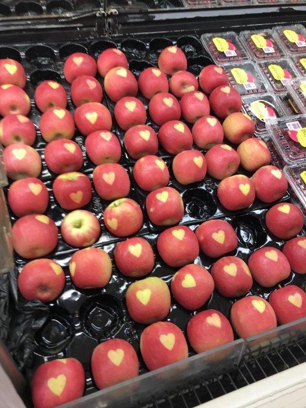 Яблоко с сердечком день, животные, кадр, люди, мир, снимок, фото, фотоподборка