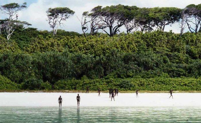 Однако вскоре после этой экспедиции чиновники решили прекратить другие миссии на остров в мире, интересно, люди, племя, факты