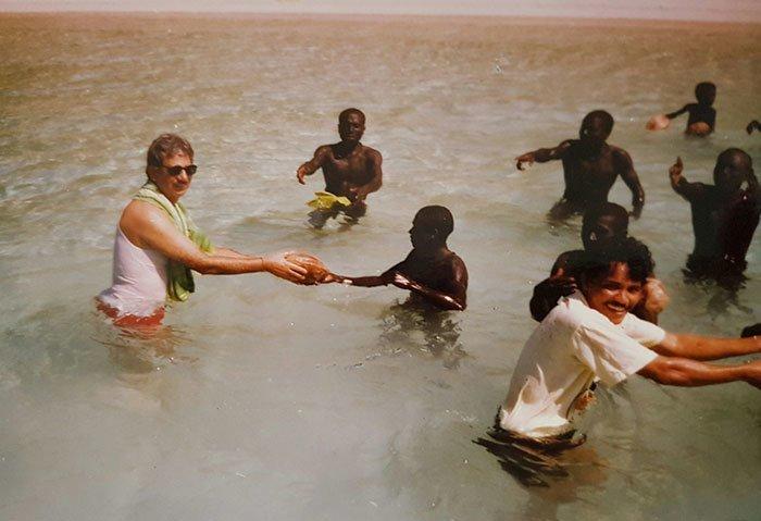 Первую и, вероятно, единственную дружескую попытку наладить контакт с племенем предпринял учёный Т. Н. Пандит в 1991 году в мире, интересно, люди, племя, факты