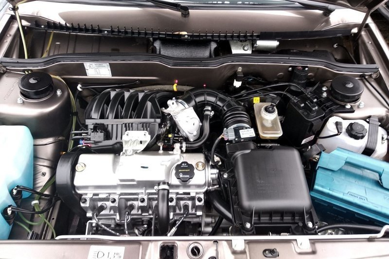 Идеальная чистота в моторном отсеке — результат мойки и применения грязеотталкивающей «химии», дающей характерный глянец и неприятной на ощупь. авто, автоваз, автомобили, автосалон, ваз, лада, мошенничество, самара