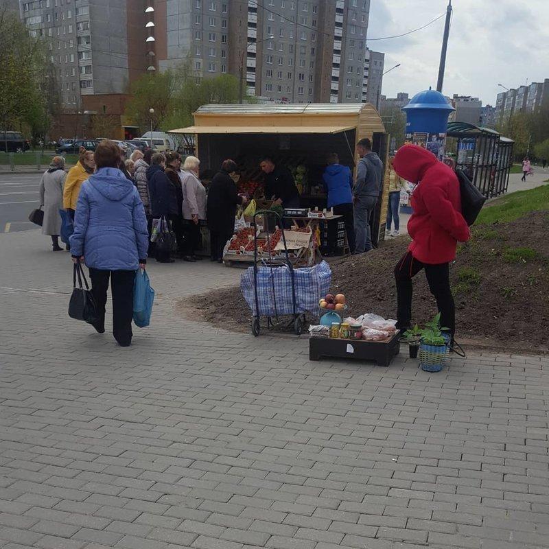10. Вот такие рыночки можно наблюдать во всех проходимых местах во дворе, дворы, на районе, панельки, спальная россия, спальные районы